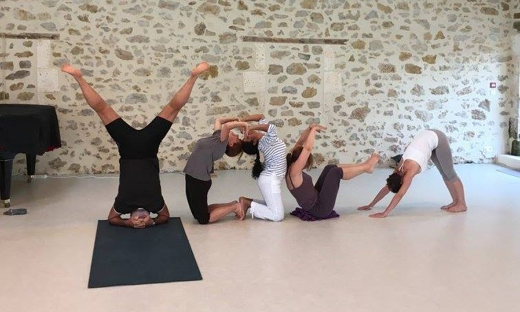 cropped-Yogavie1.jpg